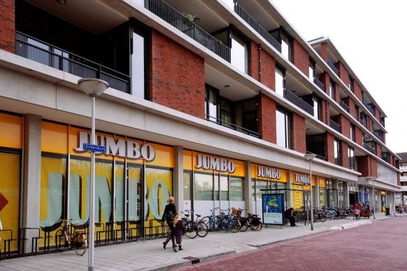 27 Wohnungen und Einkaufszentrum